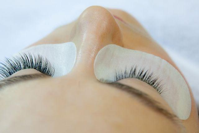 Подтягиваем кожу вокруг глаз