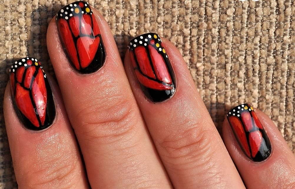 роспись ногтей бабочки