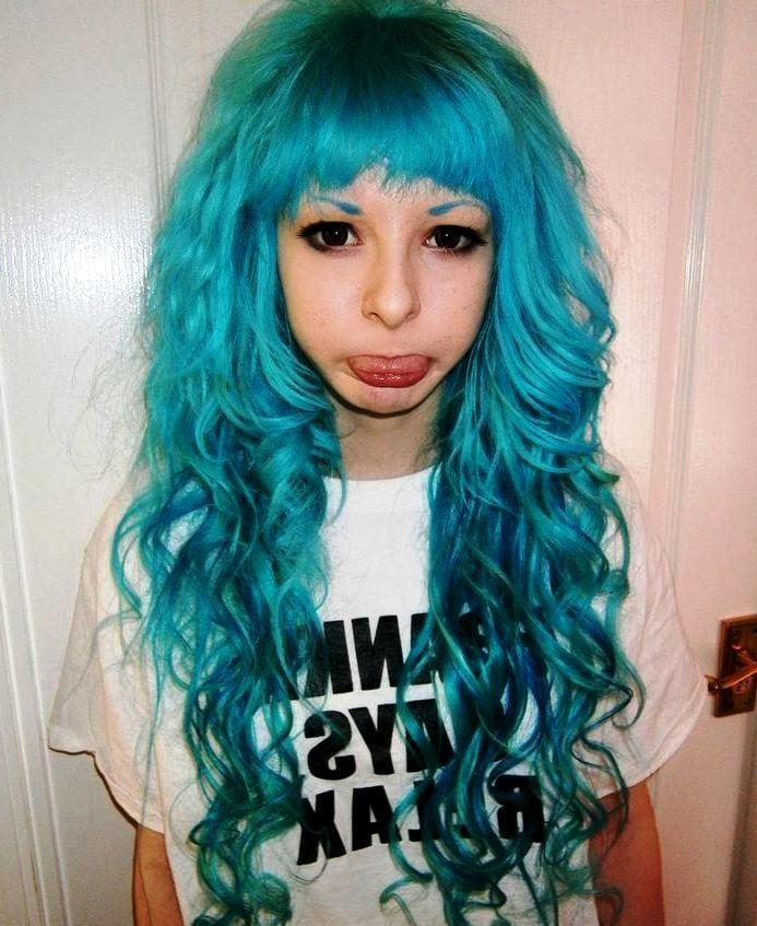 Голубые волосы не только у Мальвины