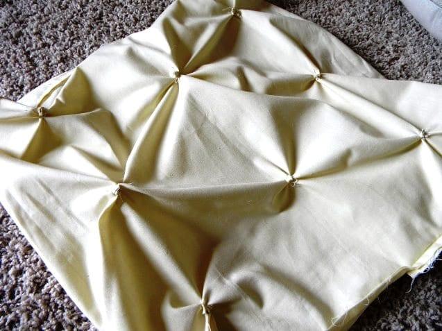 Декор диванной подушки