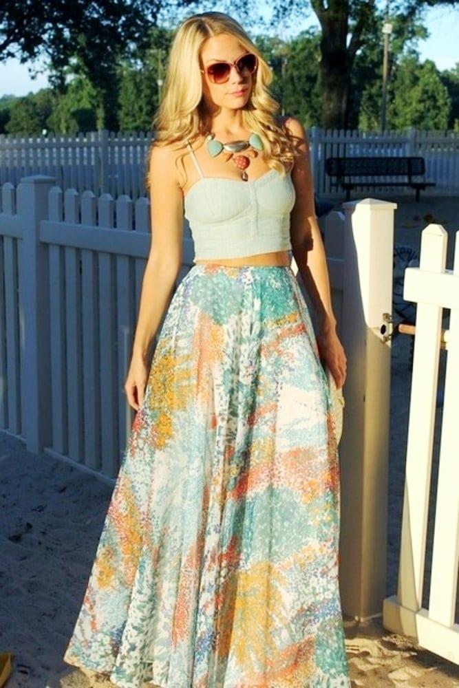 Топ и длинная юбка