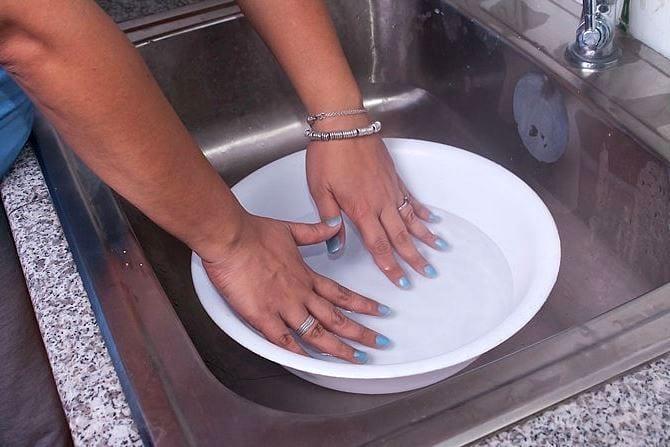 Сушим лак на ногтях
