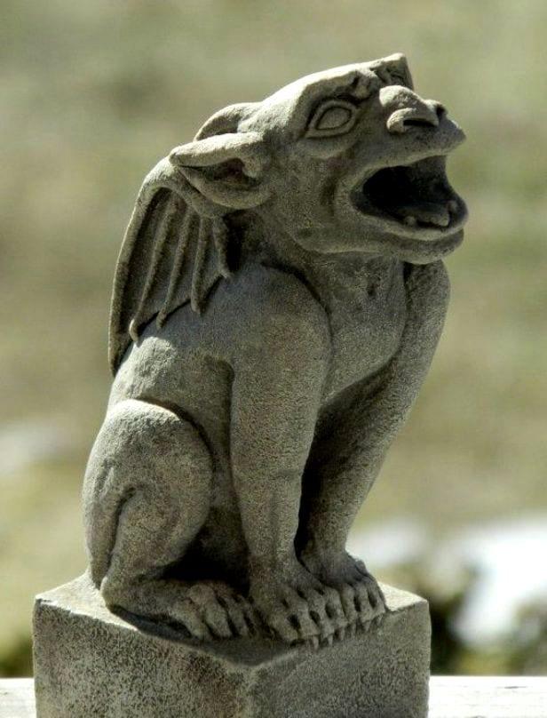 Страшная статуя