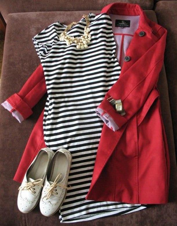 Красный плащ, платье и броги
