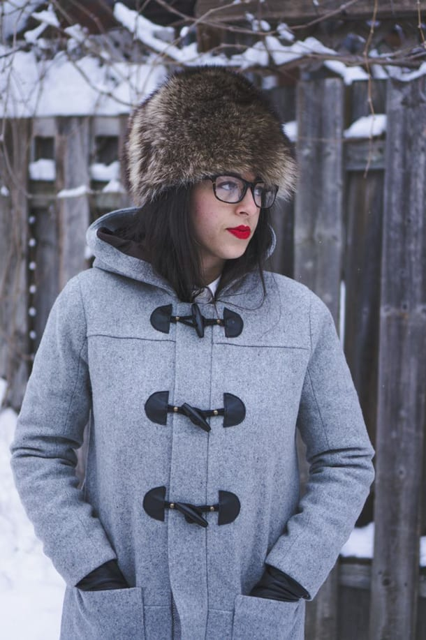 Девушка в шапке и пальто