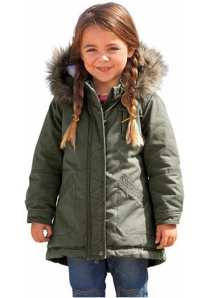 Девочка в зимней куртке